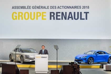Carlos Ghosn attaque Renault